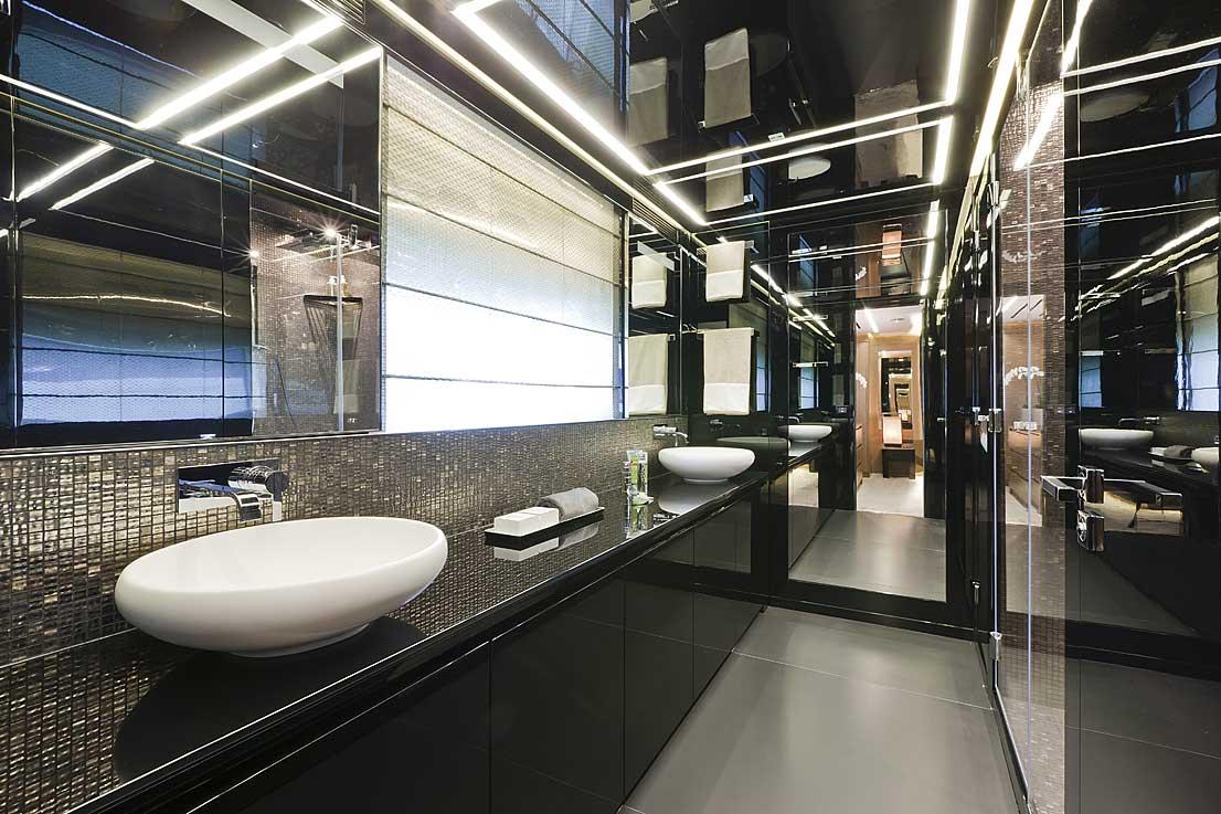 Bagni Di Lusso Foto : Realizzazione bagno di lusso su yacht natalucci