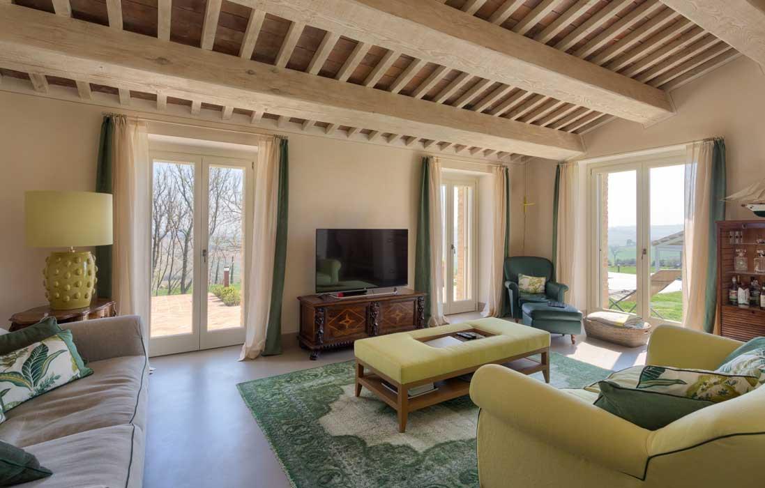 Casa colonica marchigiana ristrutturata dall 39 architetto for Design casa