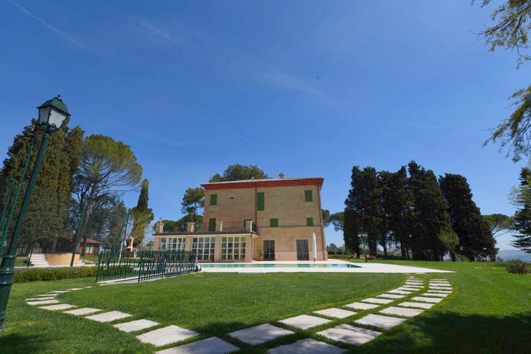villa-Montecassiano-ristrutturata-da-Sergio-Marinelli-e-con-materiali-forniti-da-Natalucci
