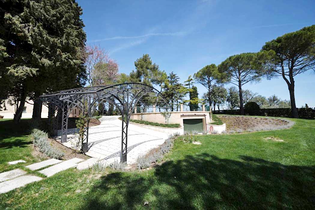 villa-marchigiana-a-Montecassiano-ristrutturata-da-Sergio-Marinelli-architetto-e-materiali-fonrniti-da-Natalucci-Jesi