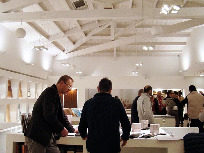 kerakoll-design-house-pavimenti-e-superfici-da-un-unico-ed-inconfondibile-mood-presso-natalucci-show-room-jesi